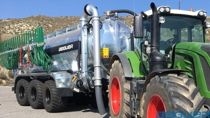 Aplicador de purin Beguer Vogelsang Swin up 2 farmer plegado